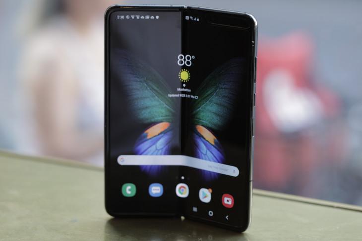 Samsung Galaxy Fold: caratteristiche complete